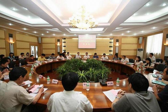 中央及市级新闻单位莅梁专题采访邓平寿同志先进事迹