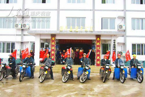 """梁平:消防志愿者""""爱心邮路""""铺向老年公寓"""