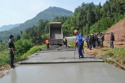 石安镇大力加强农村公路建设