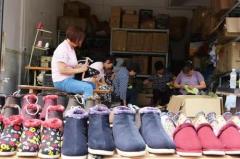"""""""闲人""""黄大姐的棉鞋厂 温暖了这些人……"""