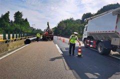 市高速执法二支二大队:为群众办实事 及时帮助司机保道路畅通获好评